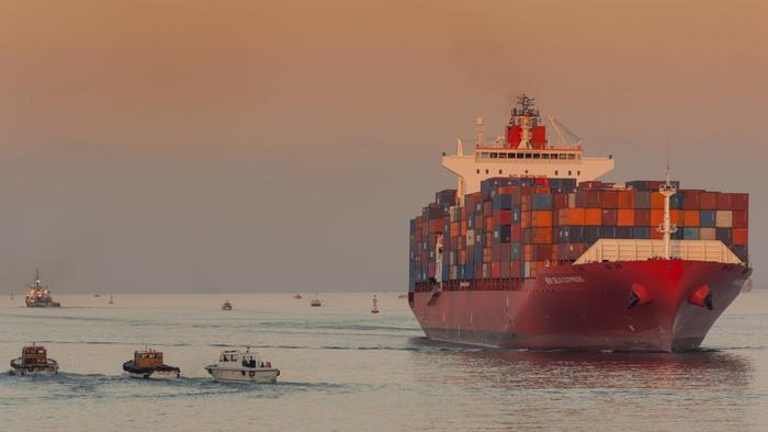"""More Container Ships Score """"Astronomical"""" $100,000/Day Rates"""