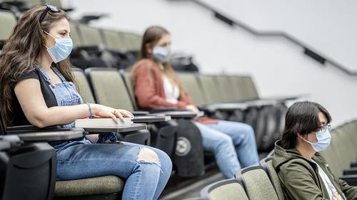 Unvaccinated Students Will Not Be Able To Attend Lectures Under UK Government Plans