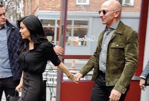 How Bezos Got Revenge Against The Tabloids For Exposing His Relationship With Lauren Sanchez