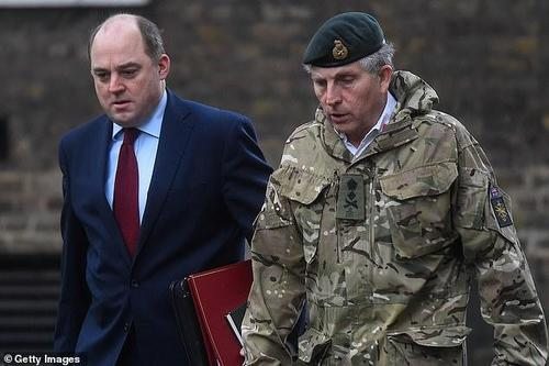 UK Defense Secretary Tells Afghans To Flee Across Borders Instead Of Going To Airport