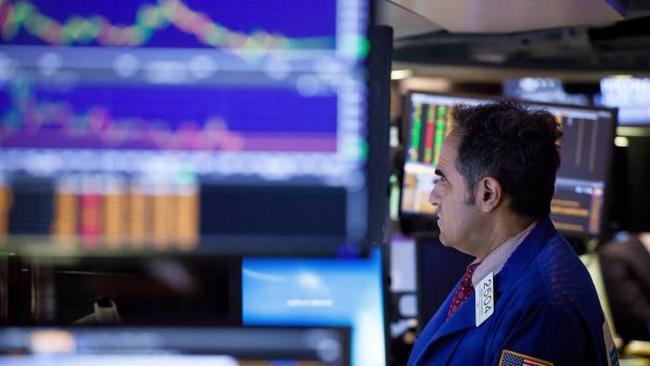 Trader%20looking%20at%20screen 1