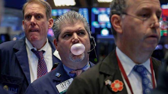 Trader%20chewing%20gum