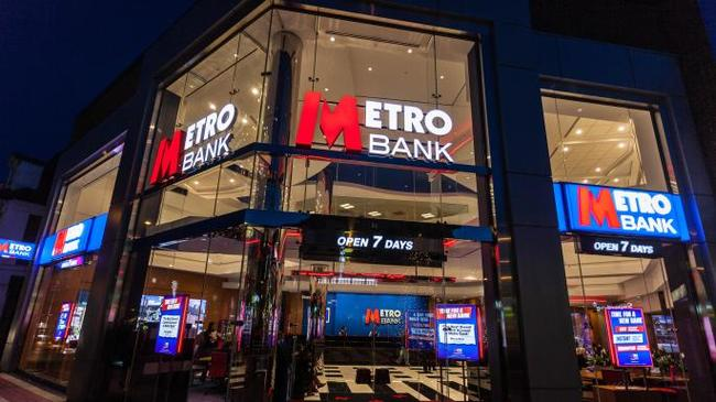 UK's Metro Bank Teeters after Bond Sale Fails. Shares Collapsed 95%
