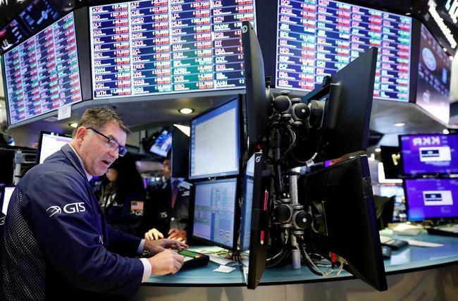 Trader%20looking%2014